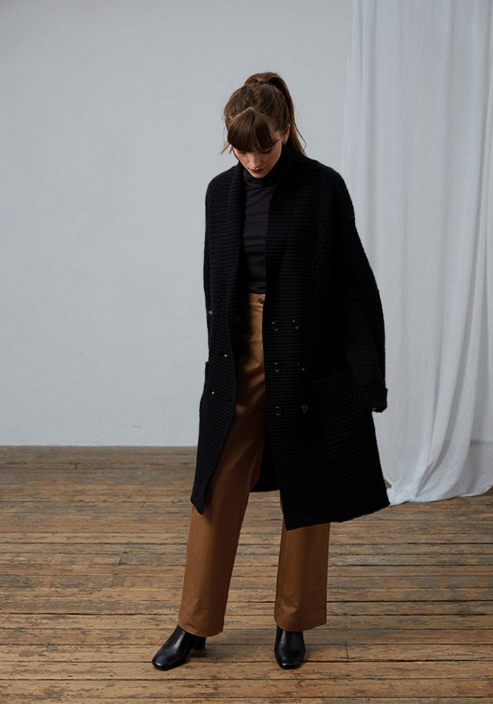 Frieda Sand_AW18_Lookbook__Long Cardigan Zerlina_Shirt Lucia_Trousers Inez